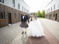Far og datter på vej til Frederiksborg Slotskirke