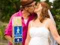 Et brudepar på den historiske vej