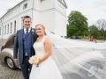 Parret foran Hørsholm Kirke