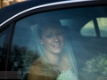 Bruden ankommer til kirken