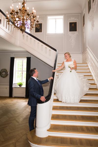 Ned ad trappen til brudgommen