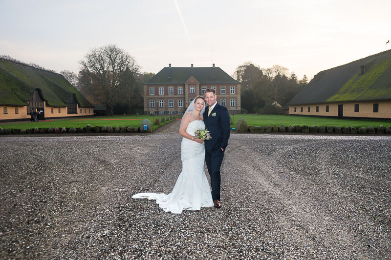 Brudepar foran Grønnessegaard Gods