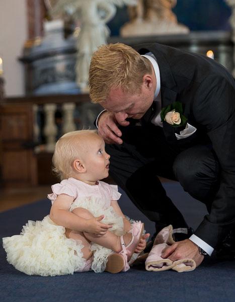 Gommen venter med sin datter