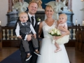 En glad nygift familie